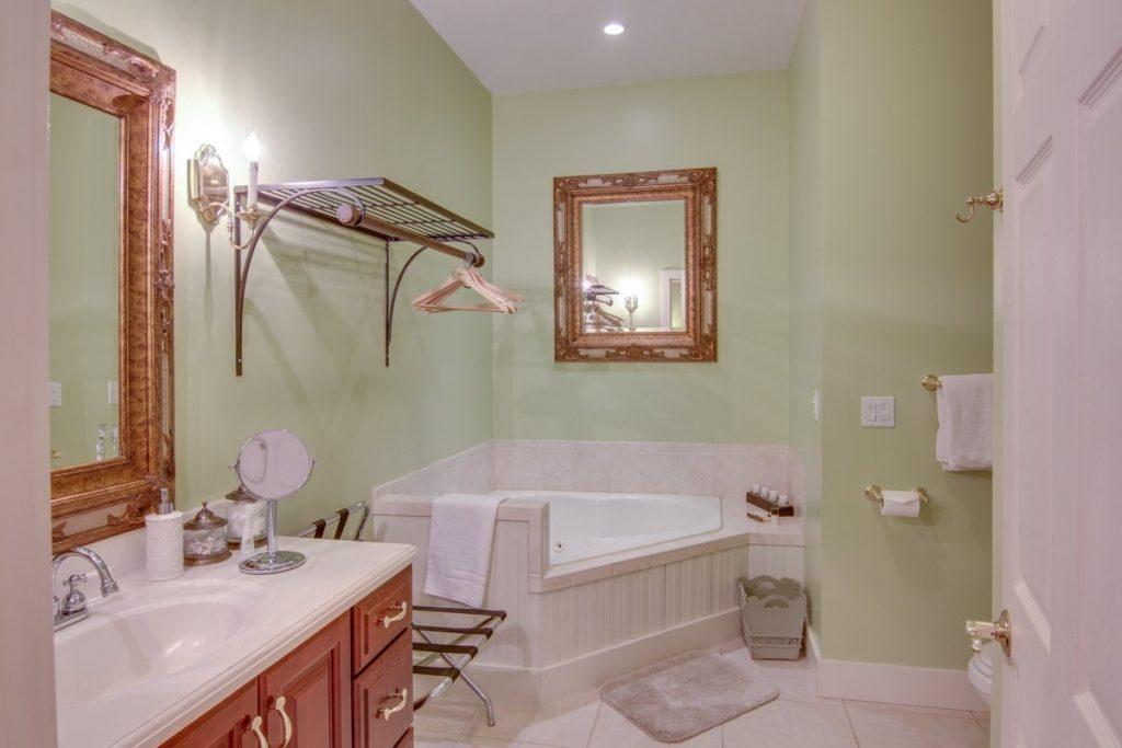 savannah room bath